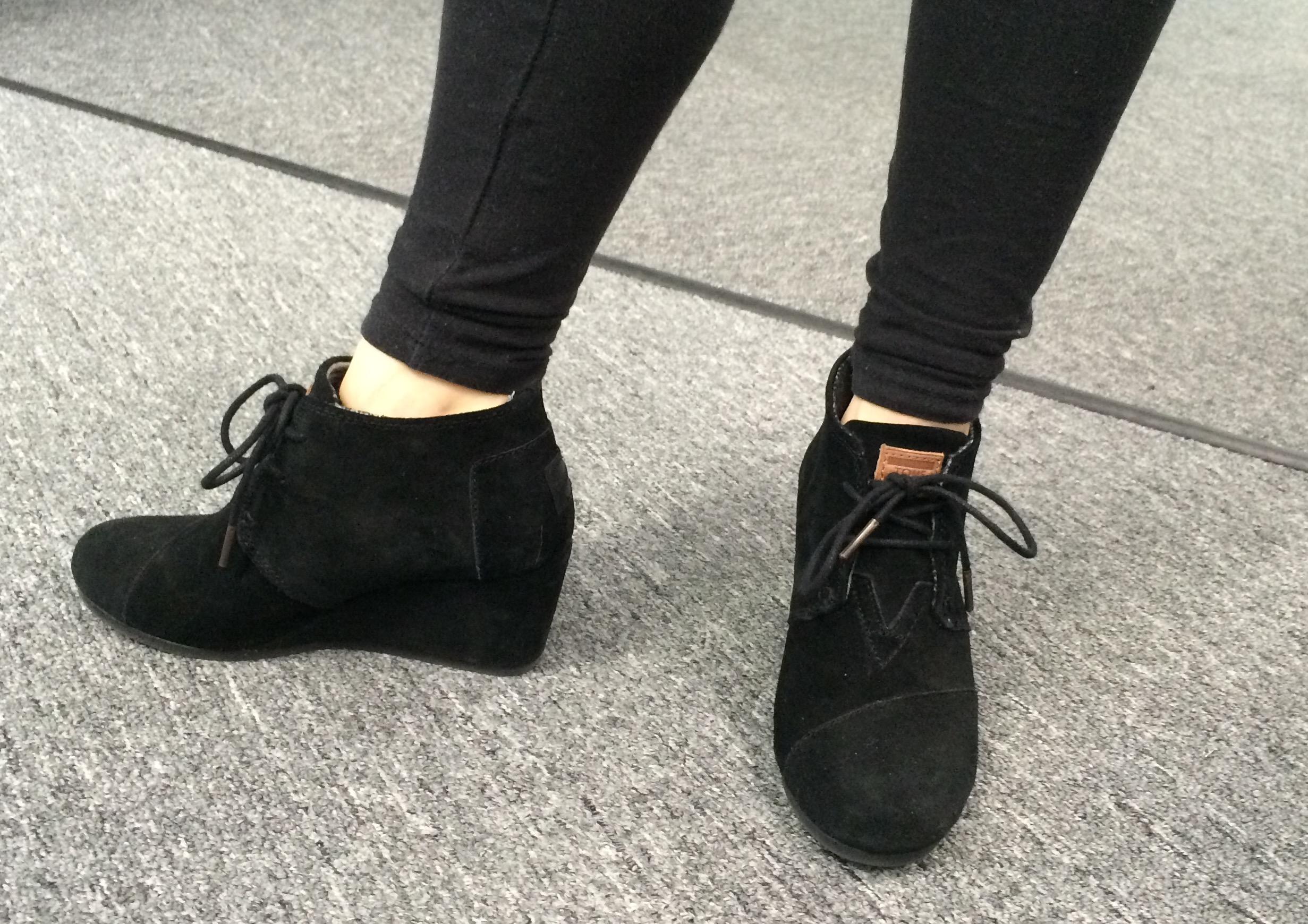 toms wedge booties black